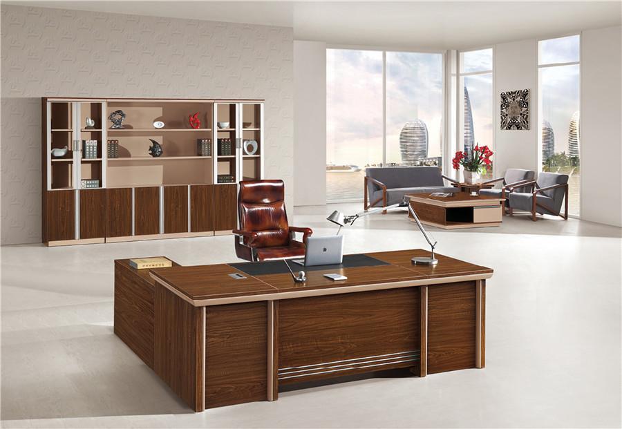 1.5米长棕色钢木结构办公桌装修效果图.jpg
