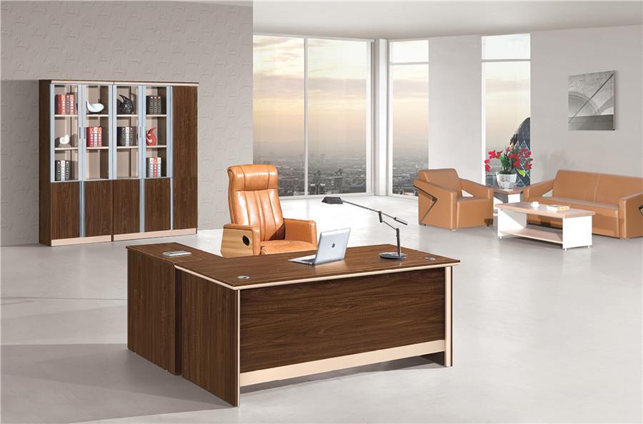 0.9米长胡桃色简约风格办公桌装修效果图.jpg