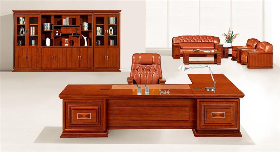 2.1米长泰柚木立体花纹实木办公桌装修效果图.jpg